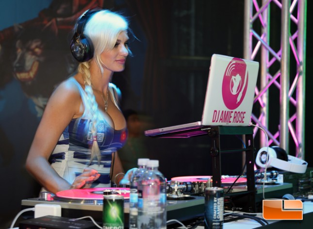 e3_2014_booth_babes_pdp_afterglow_01