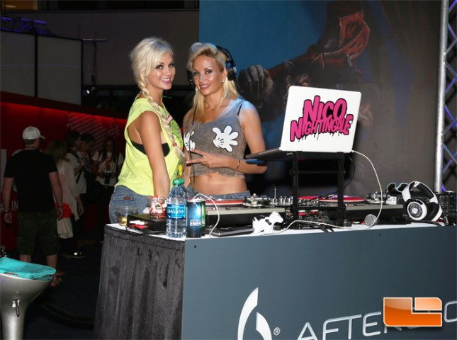 e3_2014_booth_babes_pdp_afterglow_02
