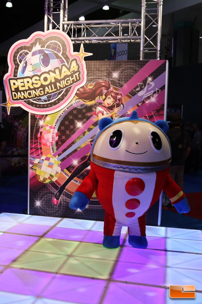 E3_2015_Booth_Babes-D06