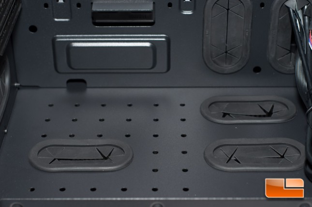 Thermaltake Core X71 - Wire Pass-thru