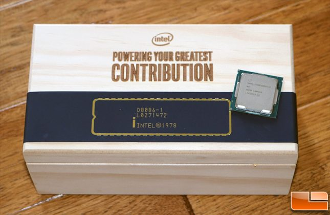 Intel Core i7-8086K CPU with Wood Box