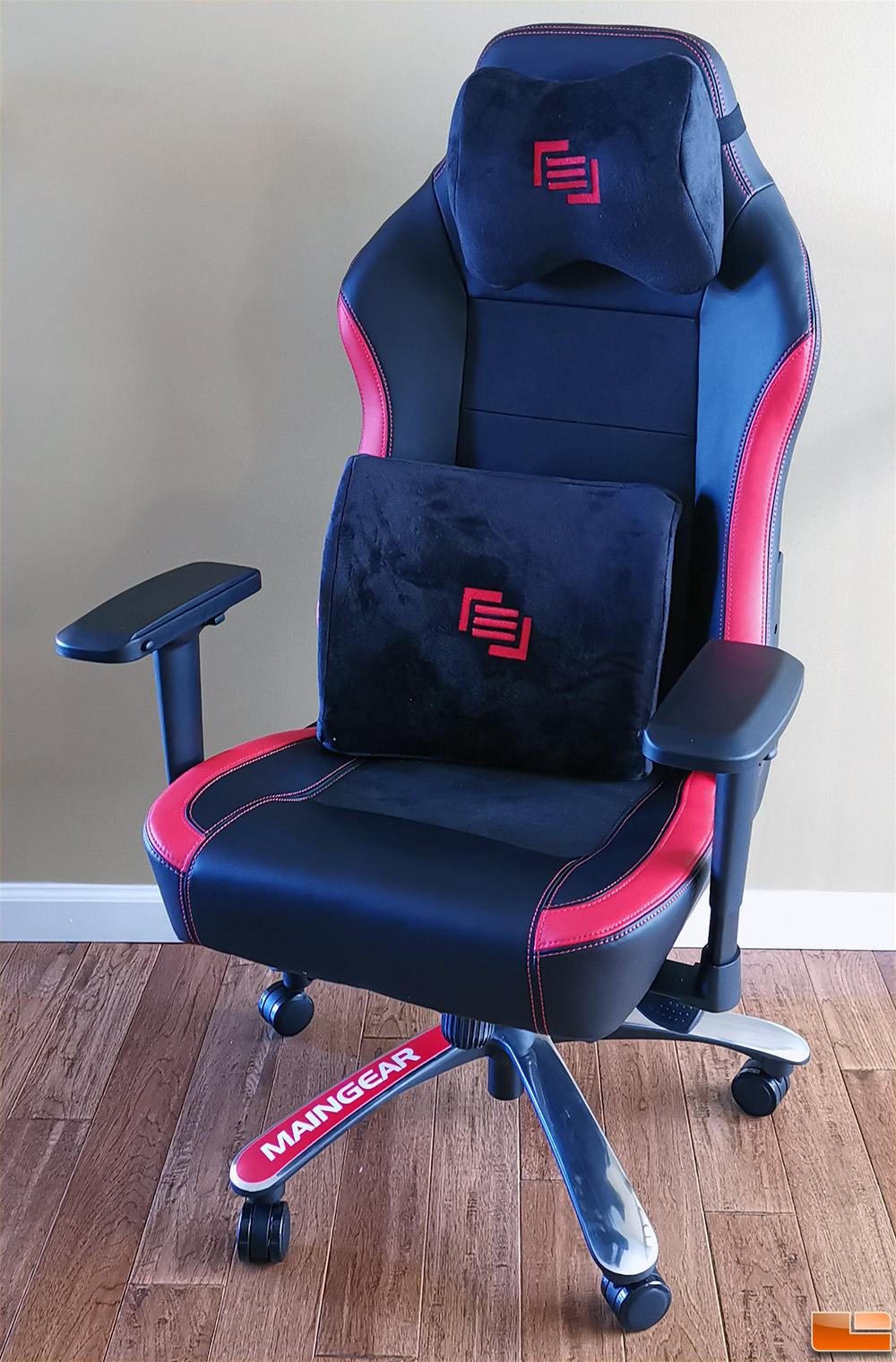 Cool Maingear Forma R Nero Gaming Chair Review Legit Reviews Andrewgaddart Wooden Chair Designs For Living Room Andrewgaddartcom