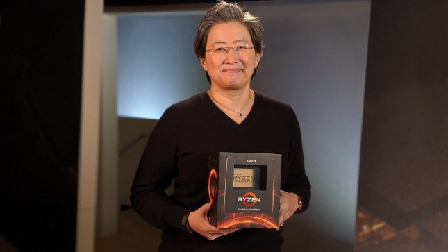 Dr. Lisa Su holding 3rd Gen AMD Ryzen Threadripper