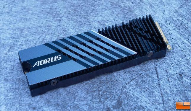 Gigabyte AORUS Gen4 7000s SSD