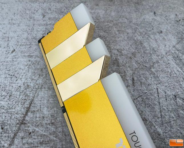 TOUGHRAM RGB DDR4 3600 Metallic Gold